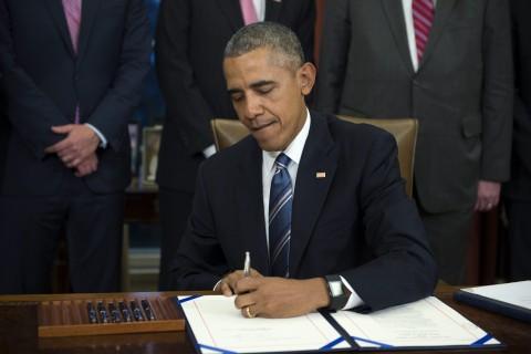 Obama firma una ley contra el robo de secretos comerciales
