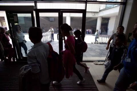 Piden el cierre de los centros de detención para familias inmigrantes de EE.UU.