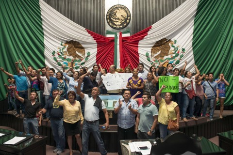 Mexican state legislature occupied to protest immunity for governor