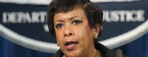 Director del FBI y la fiscal general testificarán ante Congreso sobre Clinton