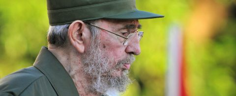 """Fidel Castro calls for """"preserving the peace"""" on 90th birthday"""