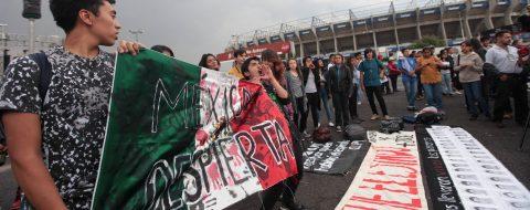 Rinden homenaje a 43 alumnos de Ayotzinapa tras 23 meses de su desaparición