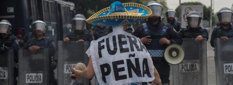 Marchan contra el cuarto informe de Gobierno en varios estados de México