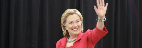 Clinton reanudará su campaña el jueves tras el reposo por la neumonía