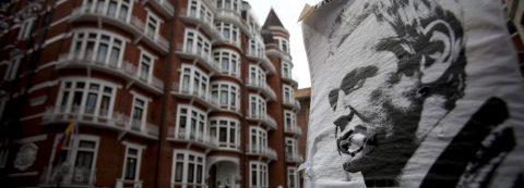 Ecuador says it blocked Assange's Internet link