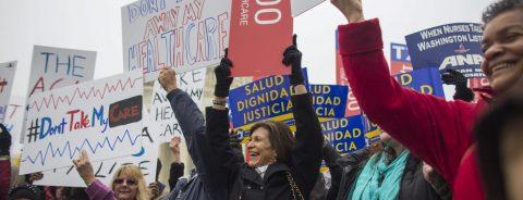 Trabajadores de salud protestan por posible cancelación de Obamacare