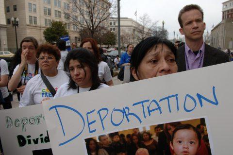 """Trump confirma que las redadas empezarán el domingo y deportarán a """"miles"""""""