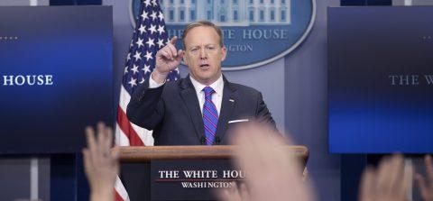 La Casa Blanca pospone hasta la semana próxima el nuevo decreto migratorio
