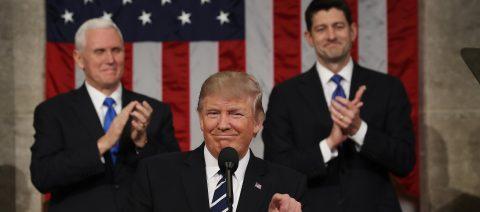 """Trump dice que cree posible lograr una reforma migratoria """"real y positiva"""""""