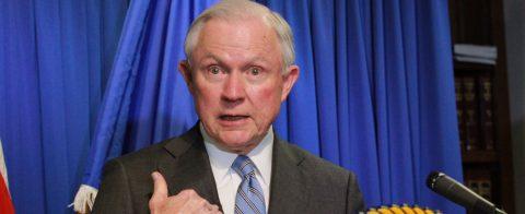 El fiscal general se defiende del testimonio de Comey en el Congreso