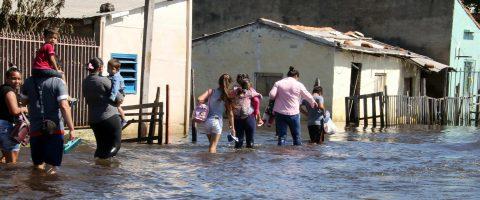 Asuncion riverside dwellers speed up evacuation to escape floods