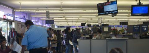 Aplazan polémica ley para inscribir votantes en California