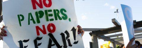 Cientos de personas salen a defender la Ley Santuario de California