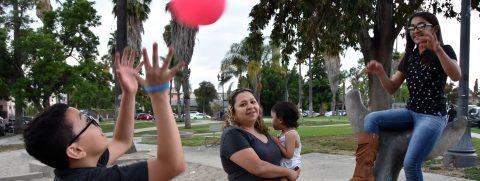 Padres demandan a Gobierno por cerrar programa de asilo para centroamericanos
