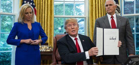 Trump firma una orden para dejar de separar a niños inmigrantes de sus padres