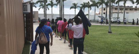 Estados Unidos anuncia que ha reunido a 522 niños inmigrantes con sus familiares