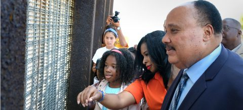 "Hijo de líder Martin Luther King critica políticas migratorias ""draconianas"""