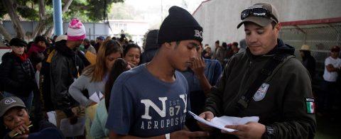 México permitirá a migrantes que piden asilo en EE.UU. permanecer en el país