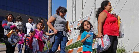 Someten a pruebas médicas a menores inmigrantes tras muerte de 2 niños