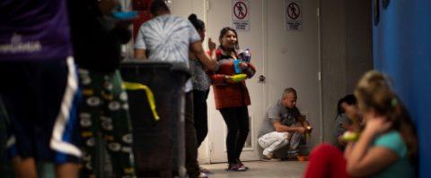 Miles de cubanos están varados en Ciudad Juárez, en frontera México-EEUU