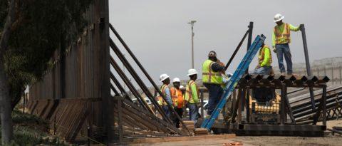 Veinte estados piden a un juez que frene la construcción del muro de Trump
