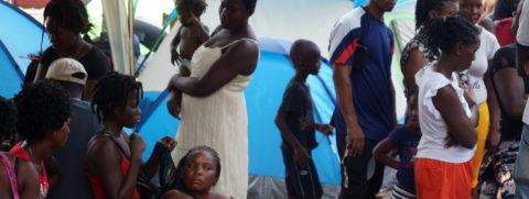 Migrantes varados en frontera sur de México desestiman advertencias de Trump