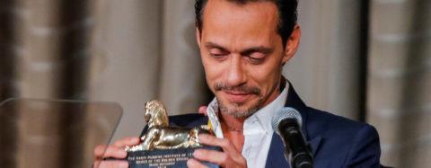 Marc Anthony primer latino en ser reconocido por antiguo club de Harvard