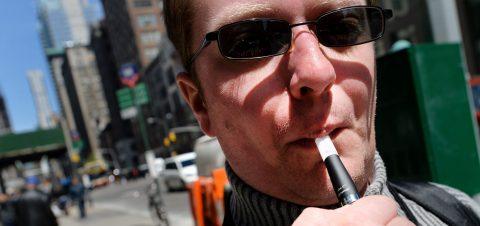 Beverly Hills da primer paso para prohibir la venta de cigarrillos