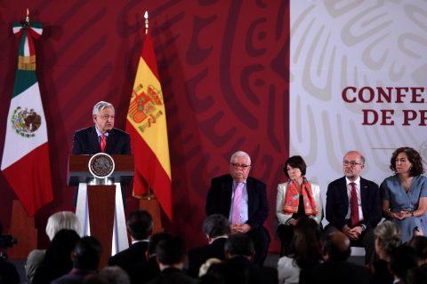 """López Obrador ve grandes lazos con España pese a """"diferencias transitorias"""""""