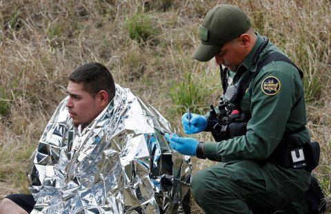 """Cruzar la frontera por las alcantarillas, """"una trampa mortal"""""""