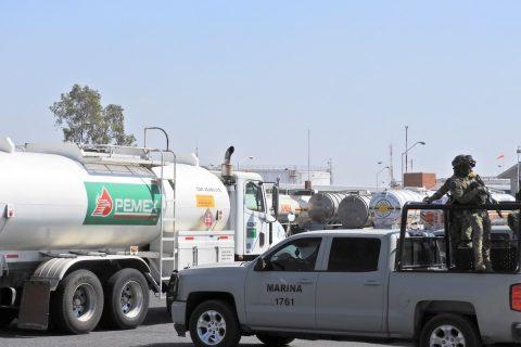 Juez mexicano somete a juicio a tres militares por robo de combustibles
