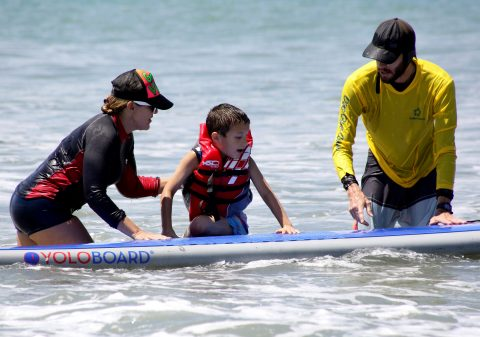 Surfing: Panama's therapy for kids with autism