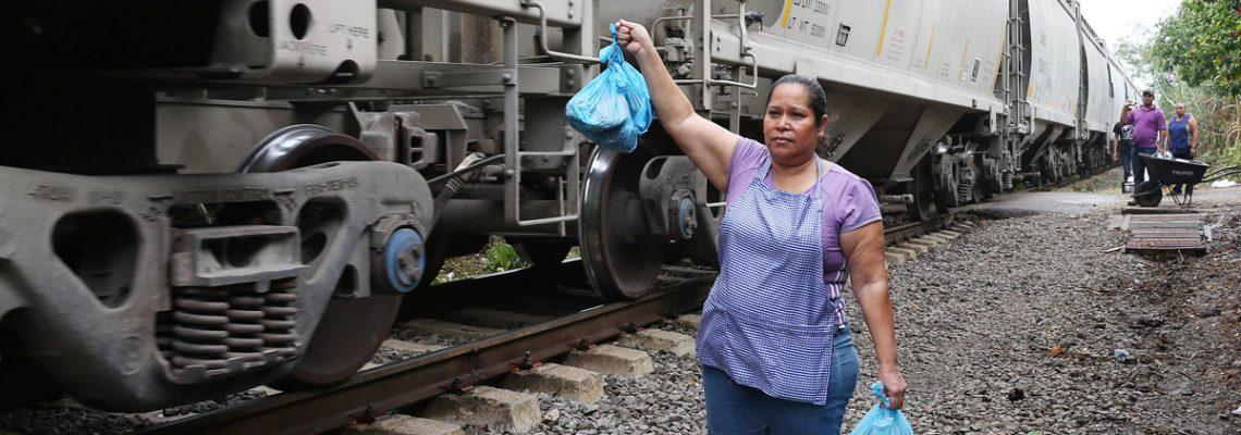 """Las Patronas que ayudan a migrantes en México: """"Trump está loco"""""""