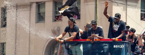 Celebración de los Raptors en Toronto termina en tragedia