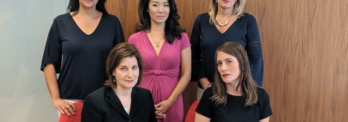 Conductoras y reporteras denuncian discriminación por edad y sexo