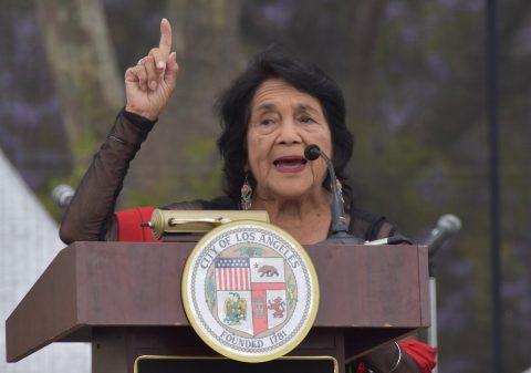 Inauguran en Los Ángeles plaza Dolores Huerta en honor a la activista hispana