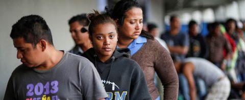 Uniformados realizan controles migratorios en fronteras mexicanas