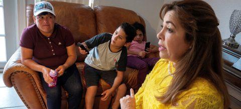 """""""Desesperados"""" por el futuro de sus hijos buscan tutores legales"""