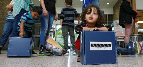 Unos 100 niños fueron devueltos a cuestionado centro de detención