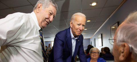 Biden aventaja a Trump y va por delante de otros demócratas