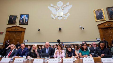 """Denuncian en el Congreso de EE.UU. el """"trato inhumano"""" a niños migrantes detenidos"""