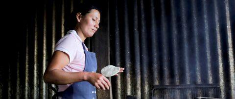 Hondureños y salvadoreños en pueblos fronterizos claman por ayuda estatal