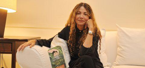 Ángela Becerra: las escritoras deben remar más especialmente si no son feas