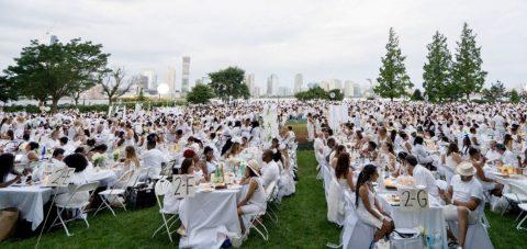 "Miles de comidistas se dan cita en la cena ""Le Dîner en Blanc"""