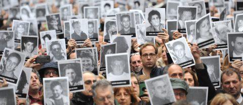 Un cuarto de siglo sin justicia por el peor atentado en Argentina