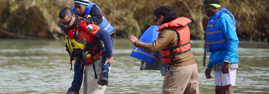 México vigila río Bravo para frenar a migrantes que cruzan a nado a EEUU