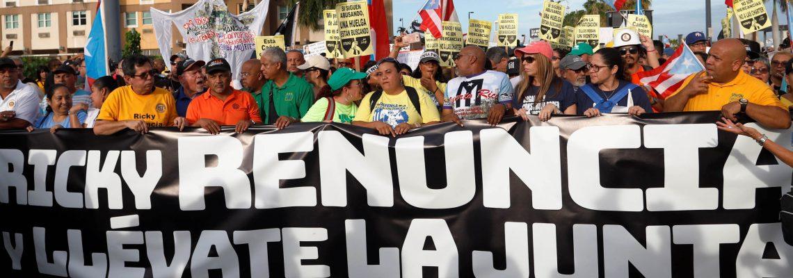 Protesta contra Rosselló llega por mar, camión y hasta a caballo