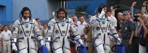 Nave Soyuz arriba a la Estación Espacial en el 50 Aniversario