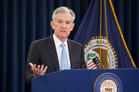 La Fed baja los tipos de interés ante debilidad global