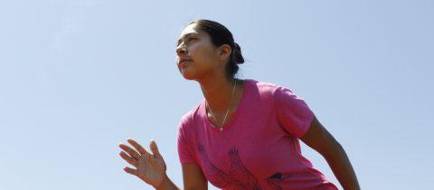 Oradora en su ceremonia de graduación se destaca igualmente como maratonista